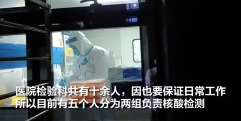 """深圳""""95后""""核酸检测员的一个动作,冲上热搜!"""