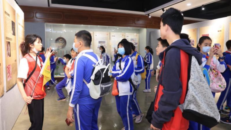 鱼灯舞咏春拳走入高校 深职院以非遗为载体创新学生党员教育模式