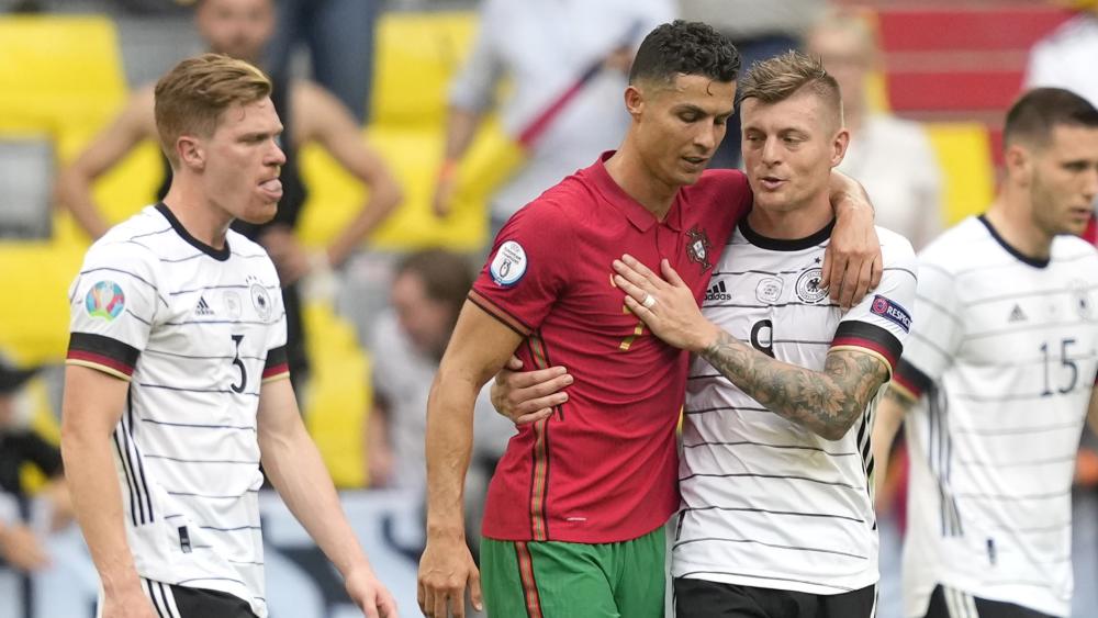 """四分钟俩乌龙!葡萄牙球员""""助攻""""德国队取首胜"""