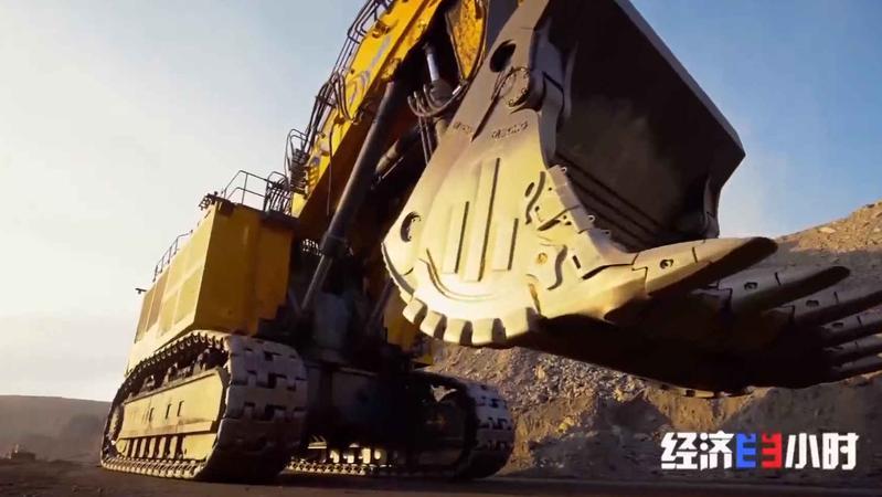 """超强悍!""""神州第一挖""""来了!一斗铲起60吨!最高可达7层楼"""