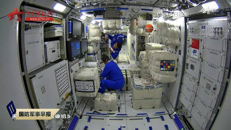 """中国空间站太空厨房有120多种食品,网友催更太空""""吃播"""""""