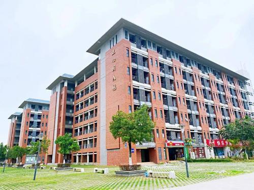 东莞市麻涌镇广州新华学院(东莞校区)调整为中风险地区
