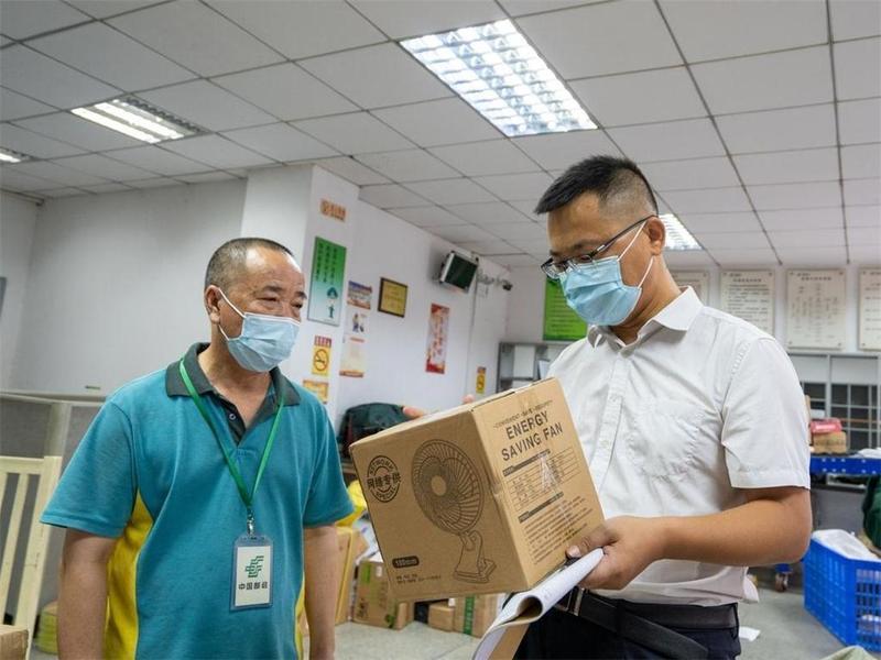 """珠海市邮政管理局赵惠:邮包""""拦毒""""先锋"""