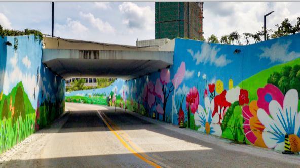 蓝天绿地 五彩花卉……珠海市斗门区乾务镇有座彩色桥洞!