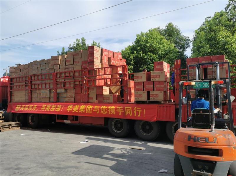 华美食品集团为河南捐赠爱心食品