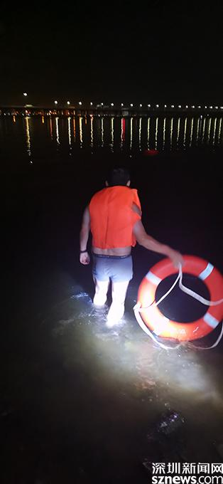 男子因感情纠纷跳海 南山警方紧急下海救人
