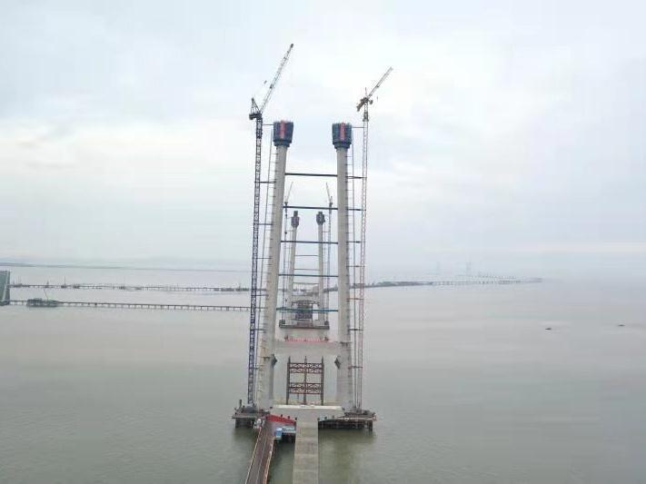深中通道中山大桥西主塔完成封顶!建成后主塔将相当于70层楼高
