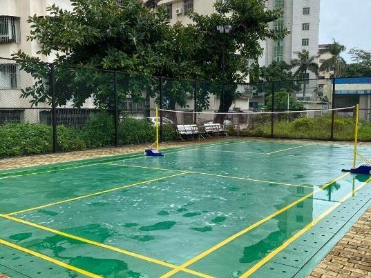 荒置羽毛球场修好啦!珠海区香洲区香湾街道海虹新村居民有了运动好去处