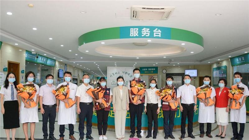 东莞市领导暖心慰问石龙镇医疗机构一线医护人员