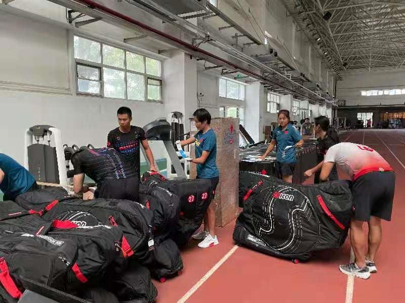 梁贵华昨随2020东京残奥会中国体育代表团启程出征东京残奥会