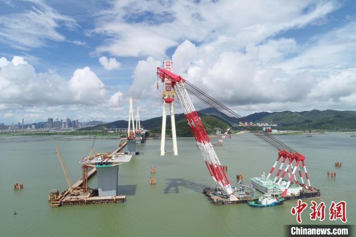 珠海金海特大桥第三座钢塔吊装完成 预计2023年建成通车