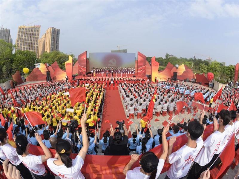 """""""永远跟党走""""!东莞市超8000人将闪亮登场合唱节"""