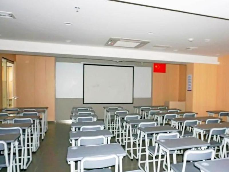 开学第一个周末,东莞市桥头镇22家培训机构大门紧闭