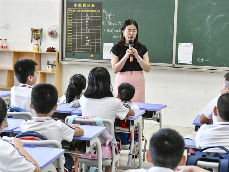 东莞市长安镇品智教师:三尺讲台践行初心