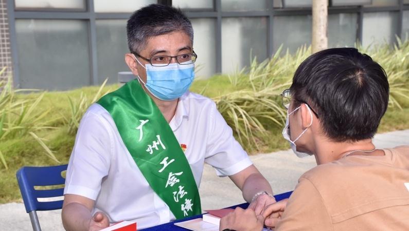 """广州职工的""""娘家人、贴心人""""当选全国""""平安英雄"""