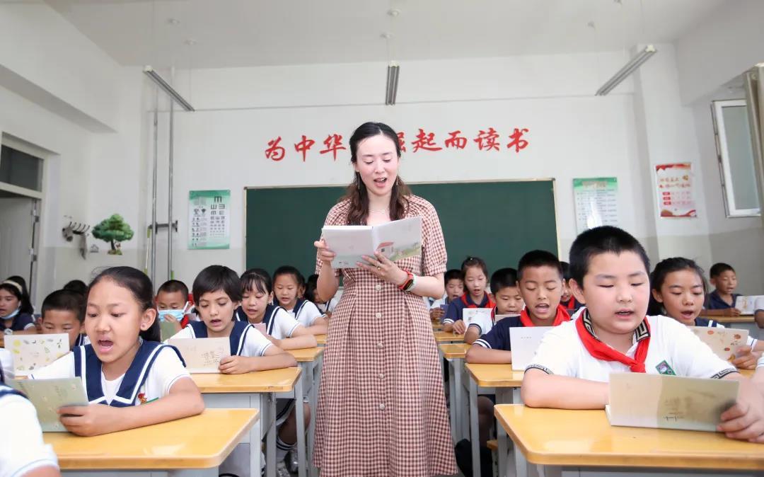 《我的深圳支教老师》短视频获教育部新时代教师风采活动优胜奖