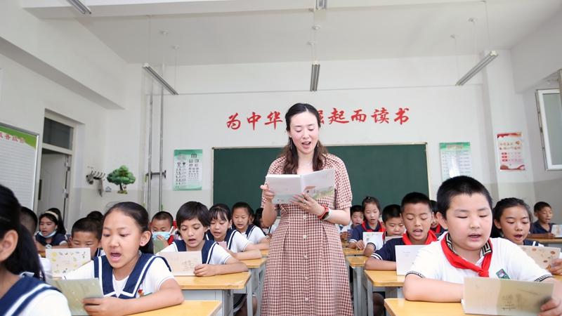 《我的深圳支教老师》短视频获评教育部新时代教师风采短视频征集活动优胜作品