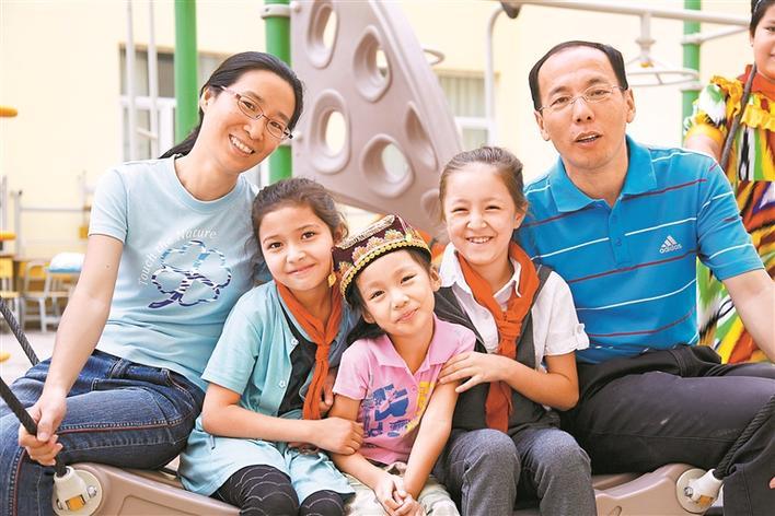 韩世国张铭家庭与新疆喀什结下了深厚情缘