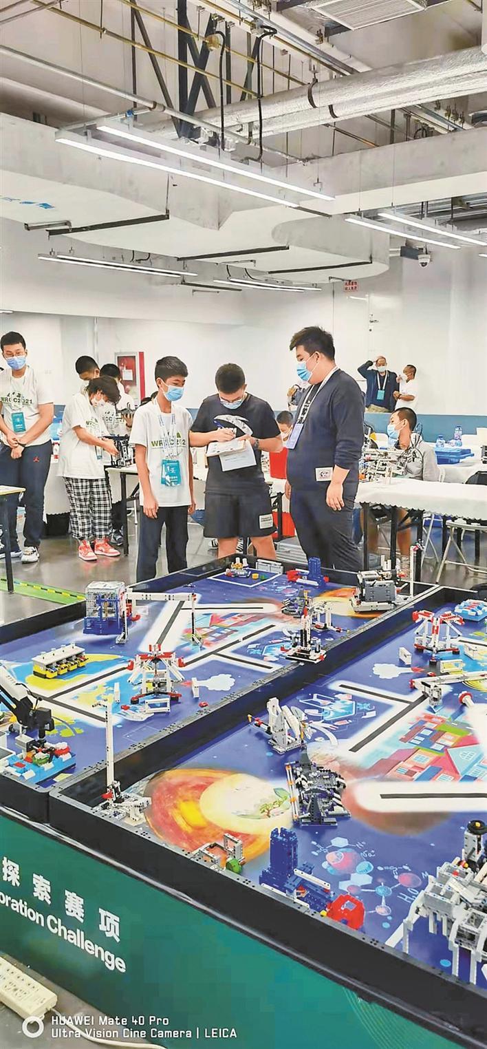 世界机器人大赛 深圳学子获佳绩 两团队分别在各自初中组项目上夺冠