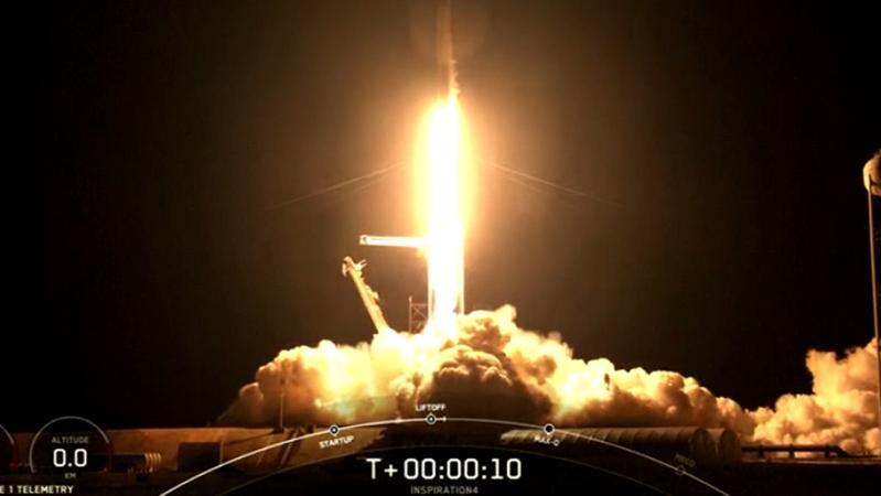 """搭载4名乘客的SpaceX""""龙""""飞船成功发射升空"""