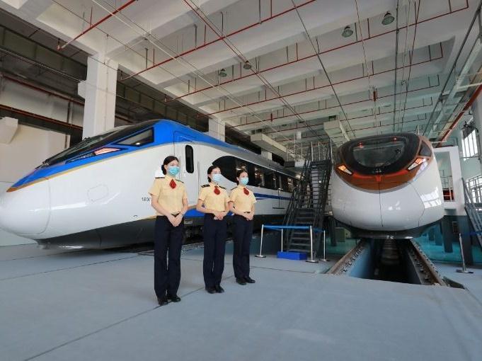 今天广州地铁18号线首通段开放试乘