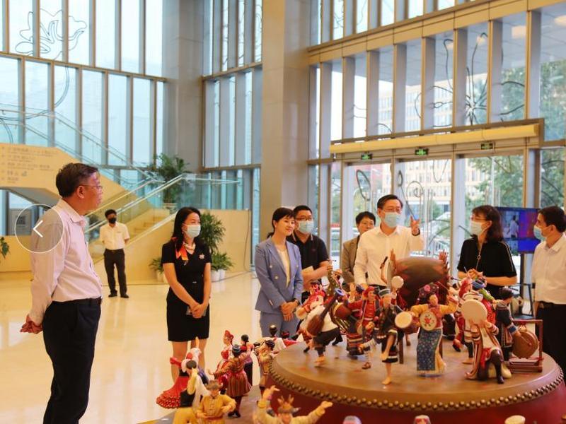 东莞市雕塑艺术品《鼓舞中华》捐赠给中国民族博物馆