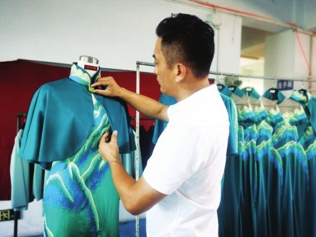 """全运会颁奖礼服""""中山造"""" 设计灵感来源于秦岭的青山绿水"""