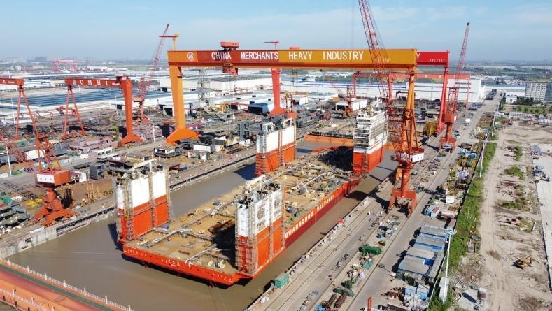 """中国海上抢险打捞再添重器,8万吨级""""华瑞龙""""下水"""