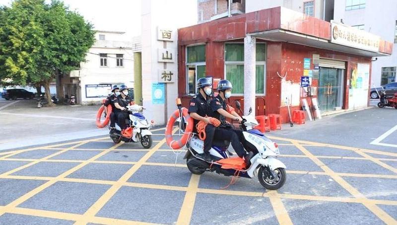 """危机时刻挺身而出!""""广州街坊""""勇救3名落水者"""