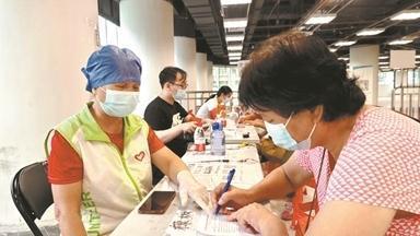 广州志愿者:投身巡防一线 守护假期平安