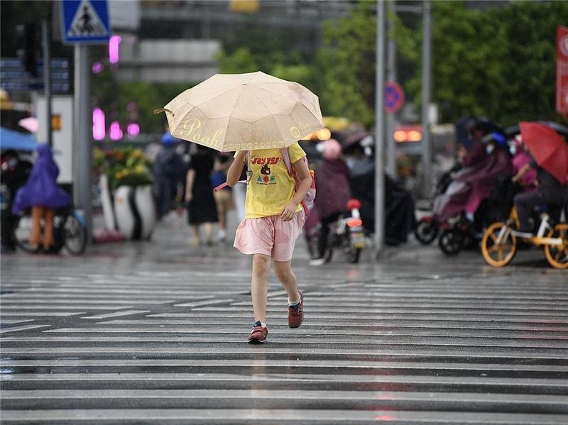 """""""狮子山""""登陆,今日降雨仍明显"""