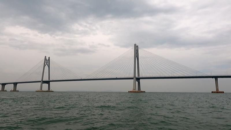 12日12时30分起,港珠澳大桥桥梁航道实施封闭管理!
