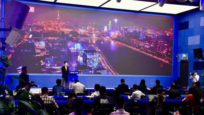 老歌《真的爱你》《月半弯》再走红,主角是航拍镜头下的广州