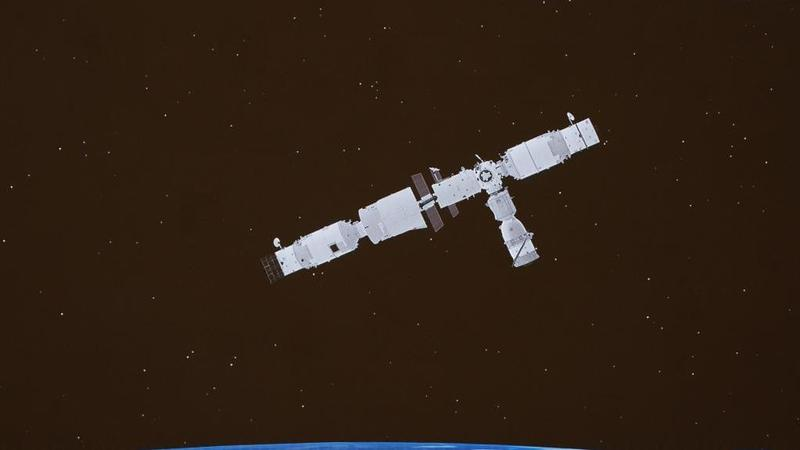新华全媒丨神舟十三号载人飞船与空间站组合体完成自主快速交会对接