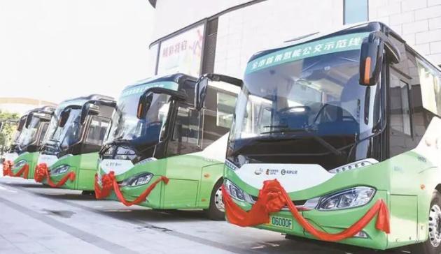 深新早点丨深圳首条氢能公交示范线开通,市民可免费乘坐体验