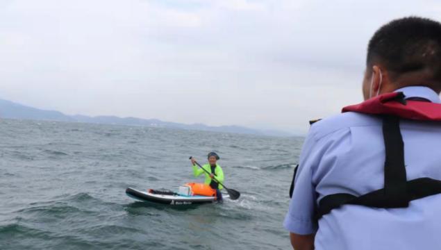 全程仅用时20分钟!一男子冲浪遇险,搜救队海上开展紧急救援