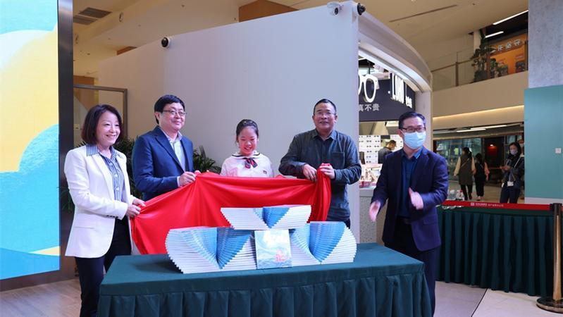 写诗真好玩 深圳小学生邓尔雅个人诗集首发式在深举行