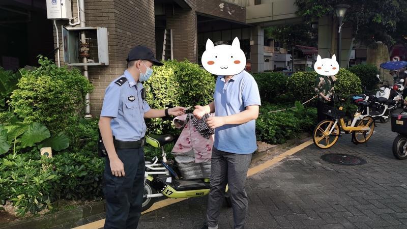 我为群众办实事 | 警务人员拾获身份证 迅速找到失主并归还