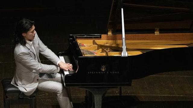 给乐迷温情精致的浪漫巡礼 旅美青年钢琴家毕聪奏响深圳音乐厅