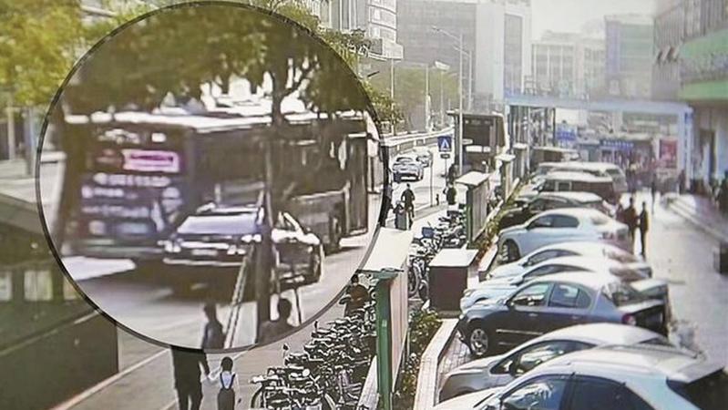 深圳警方打掉一特大碰瓷团伙 嫌疑人租老款豪车专门瞄准公交车作案