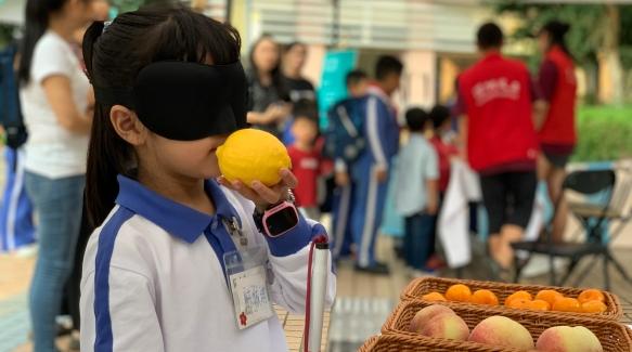 用体验促进了解 莲花街道举办视障人士关爱倡导活动