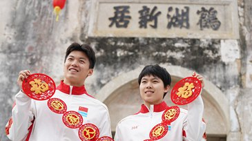 Top swimmers experience Hakka culture in town