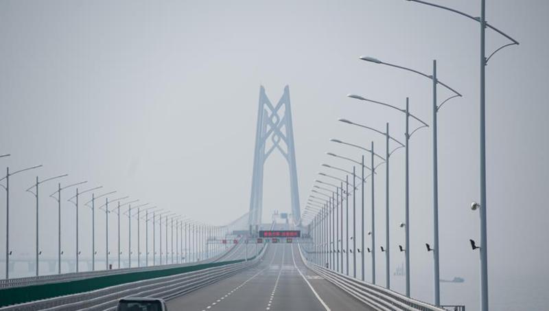 港珠澳大桥口岸珠澳货运通道正式启用