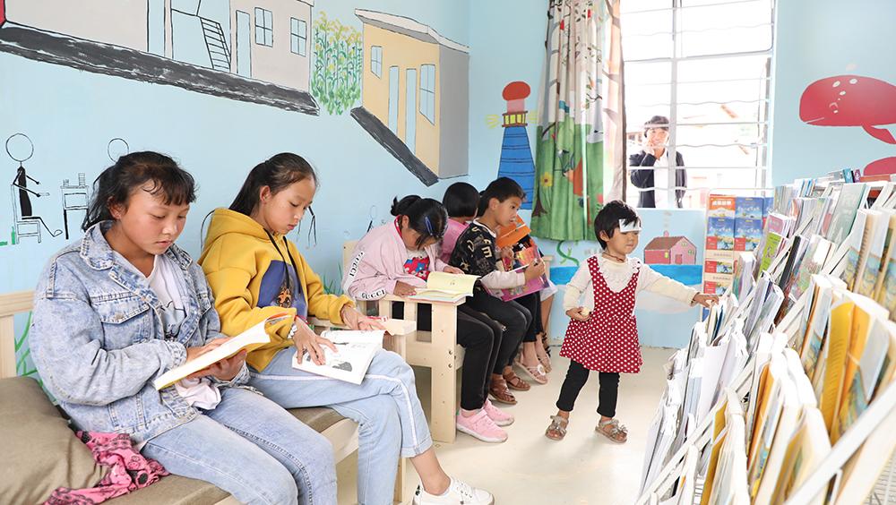 一年半打造5座公益图书馆!深大公益团队将书香带入乡村