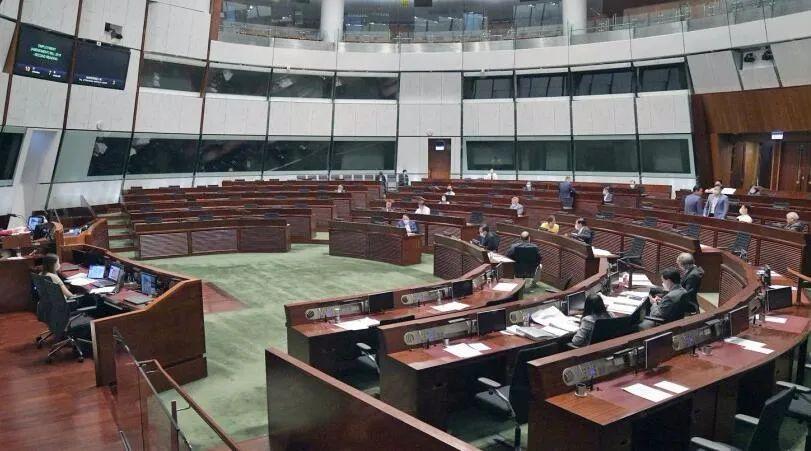 反对派搞事手段层出不穷!立法会发展事务委员会选举许智峯抢选票