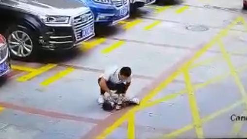 龙岗一孩子被小车碾压!这个场所千万不能再让孩子玩耍了