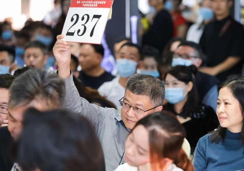 深圳今年首场古董拍卖会举行 成交额2029.8万元成交率81%