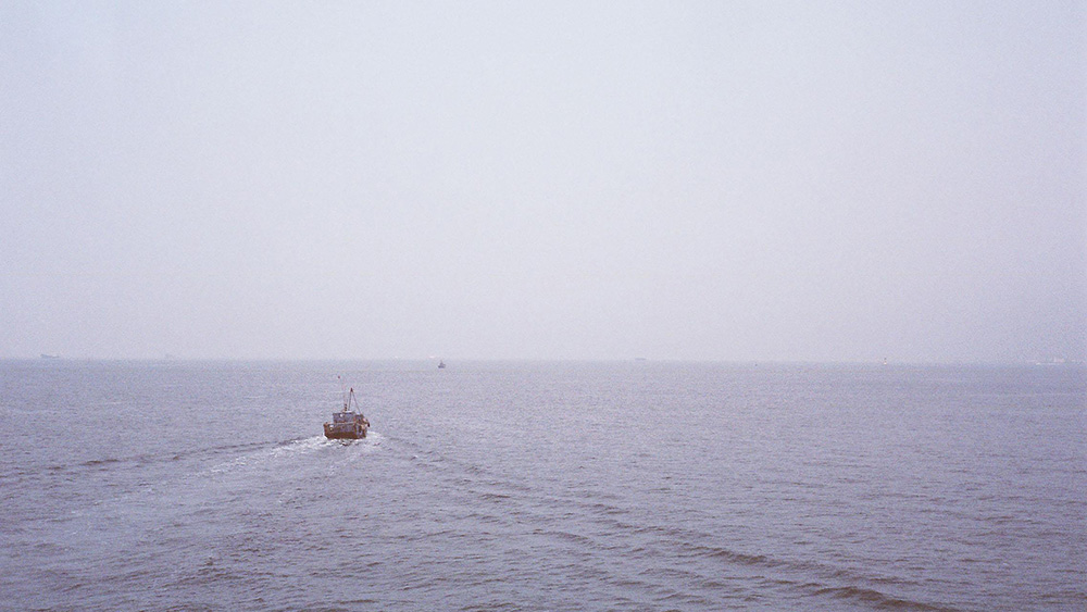 台用水炮驱离大陆避风渔船成功彩票,媒体我中了彩票手机版:暴露民进党当局非人道本性