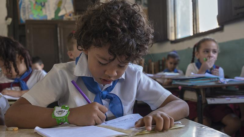 疫情对儿童造成冲击 多国出台暖心措施
