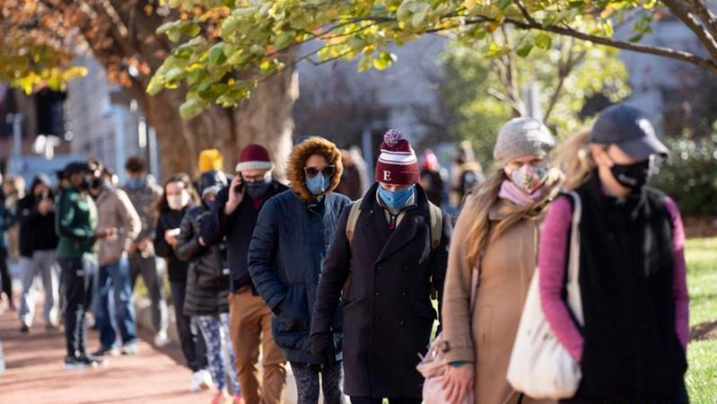 美国华盛顿:民众排长队做新冠病毒检测